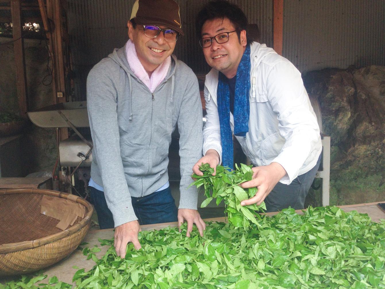 ちゃんとやっていますアピールをする仲良しのお二人(笑)。神山町にある株式会社えんがわの割石さん(左)と弊社代表・祁答院(右)