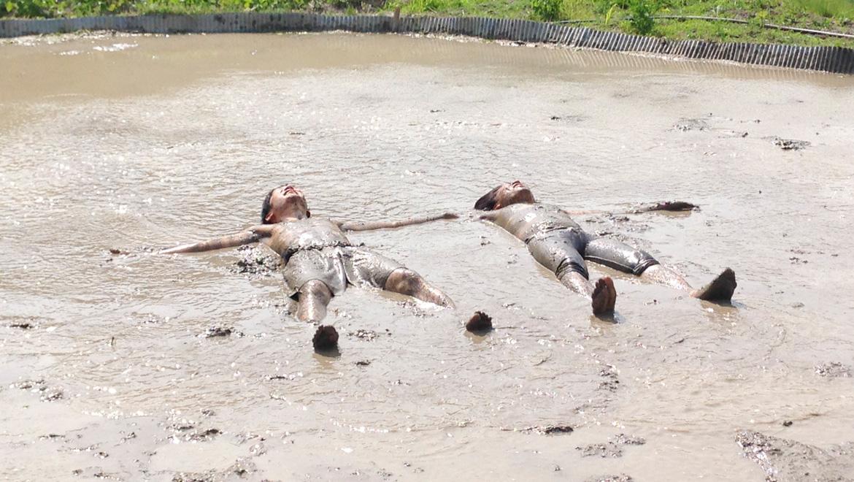 泥んこ業務、地域で働き学ぶ