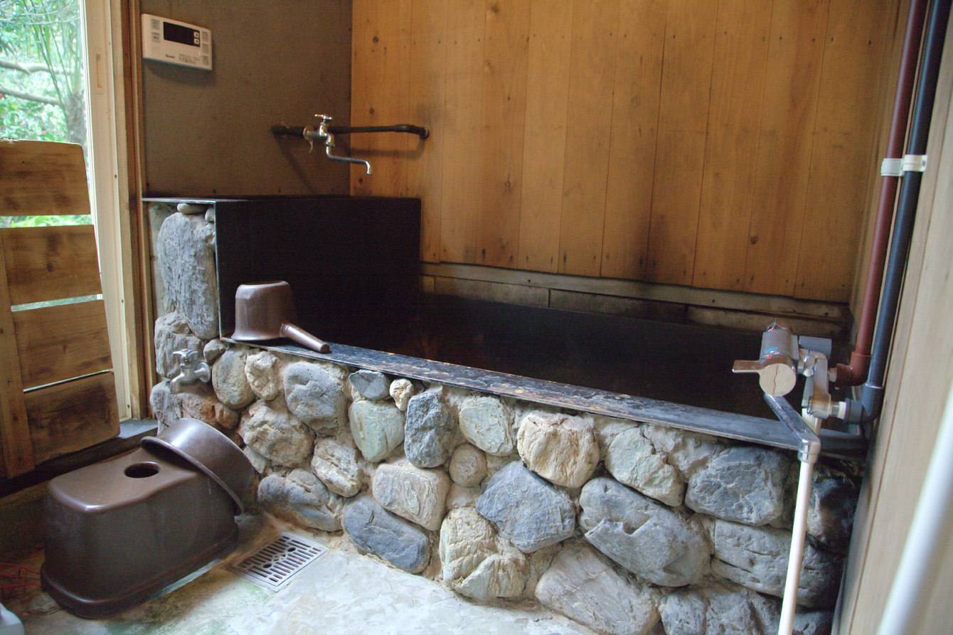 Goemon bath; we can surely get warmer than the bath heat up by gass.
