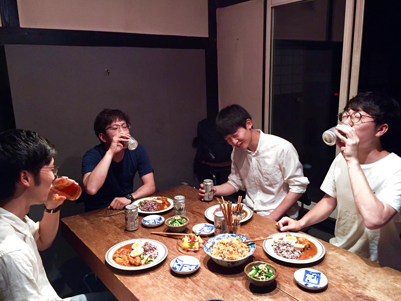 神山町を取材後、神山温泉で癒されてからの食事。
