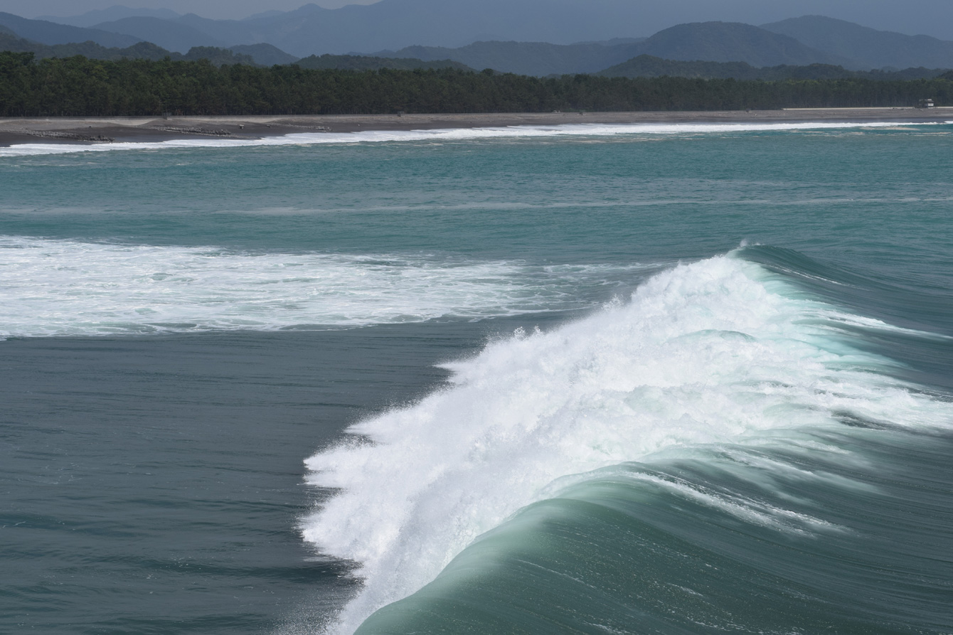 サーフィンの世界大会も行われる波のスポット「KAIFU POINT」へも徒歩5~6分。