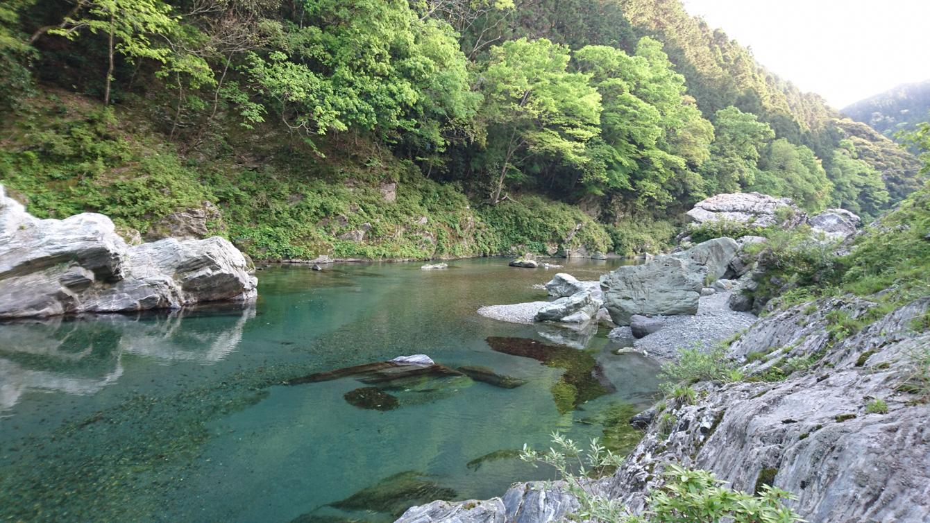 山姥の近くの川。今すぐにでも飛び込みたい。
