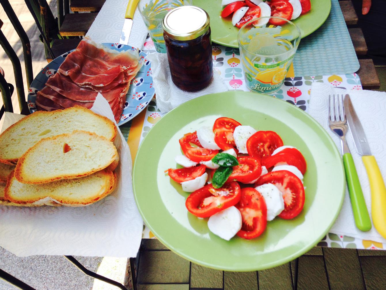 イタリアのサラダといえばカプレーゼ。