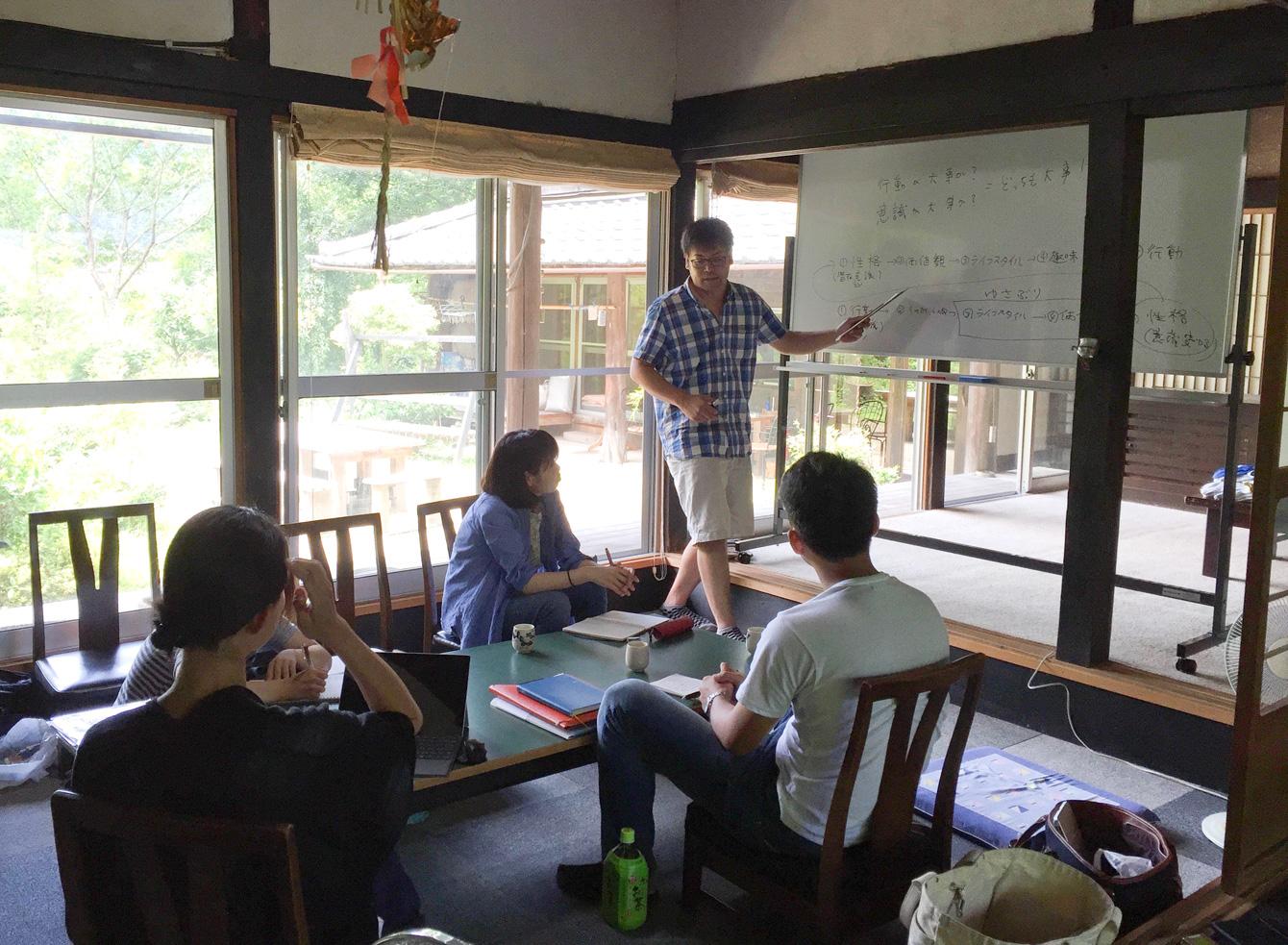 当社代表・祁答院による、地域イベント企画の講義風景。 。