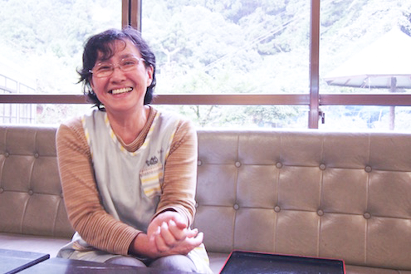 笑顔が穏やかなお母さん。