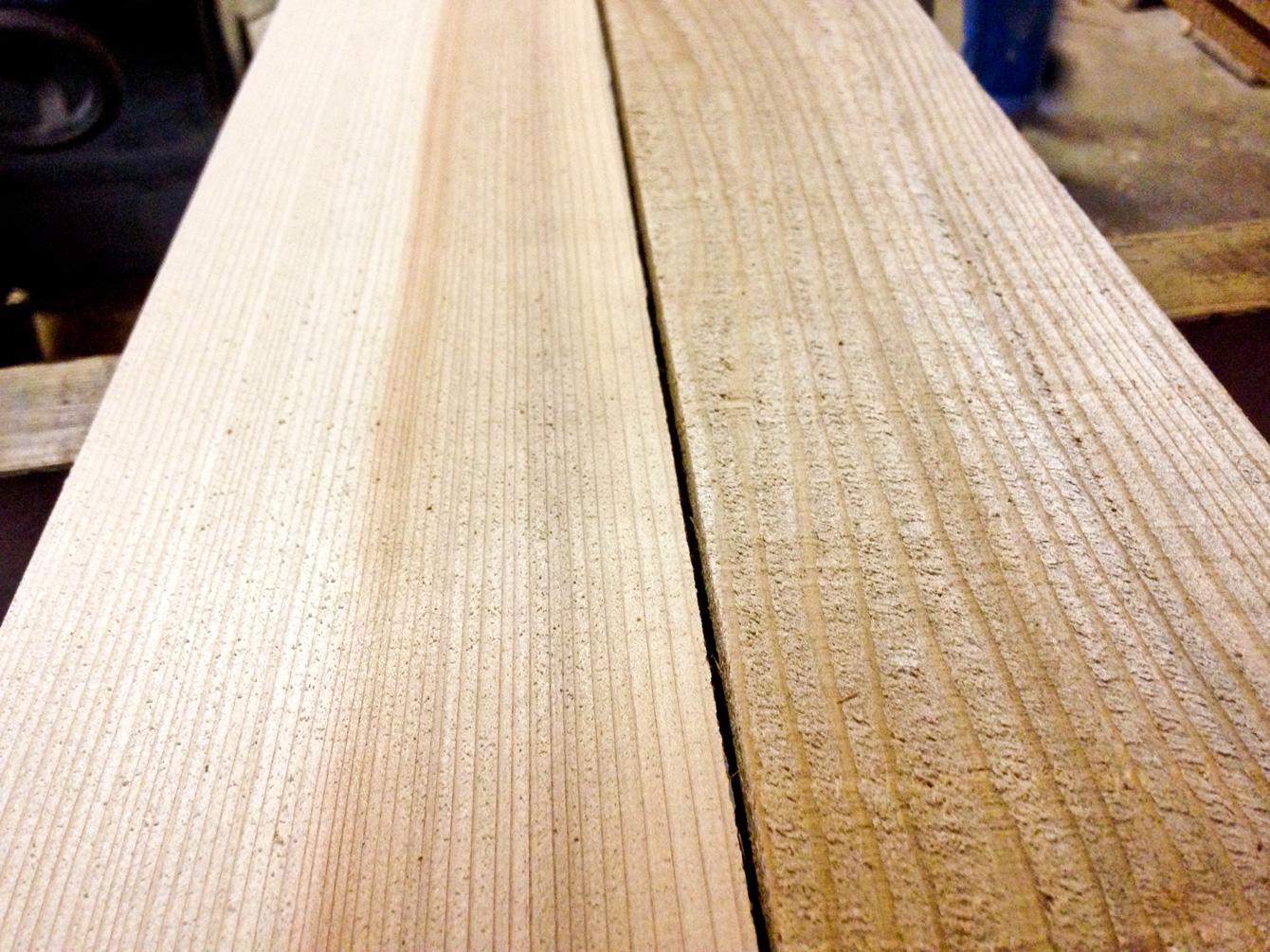 木材(右)から、床材(左)に。