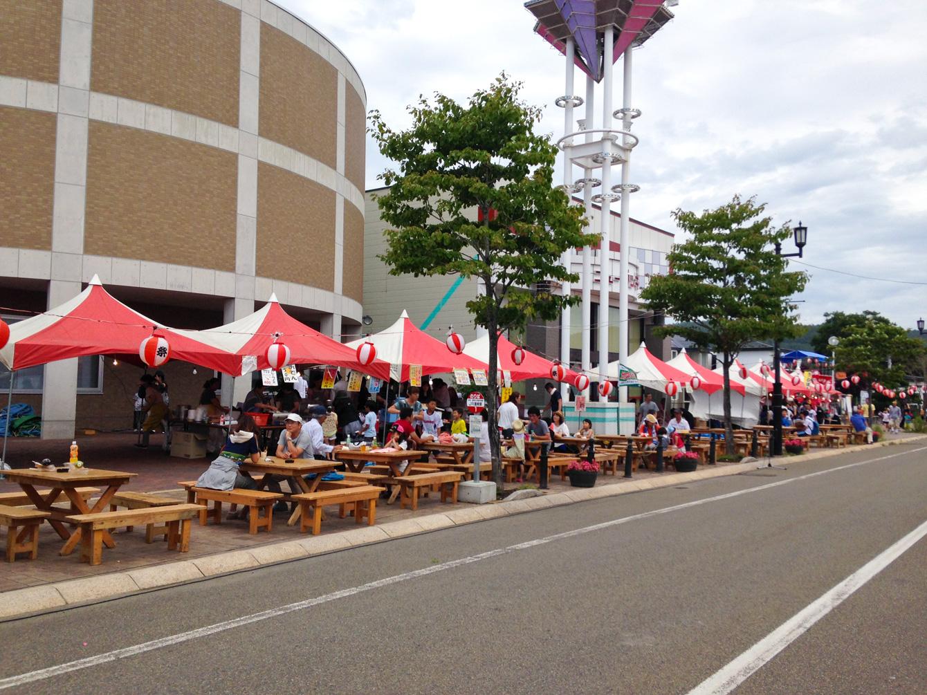浦幌駅前の道路は歩行者天国に。
