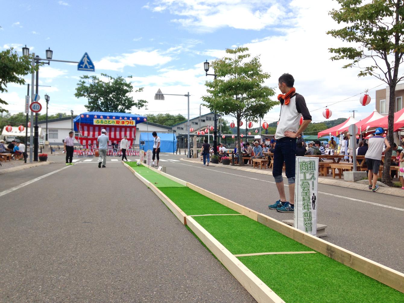 枠にボールが止まると景品がもらえるロングパットゴルフゲーム。