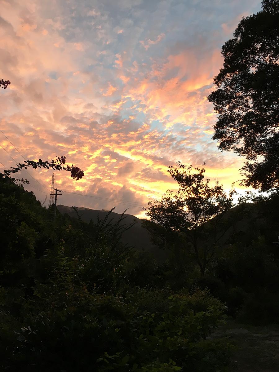 山姥から見た夕日。これも何気ない景色の一場面。