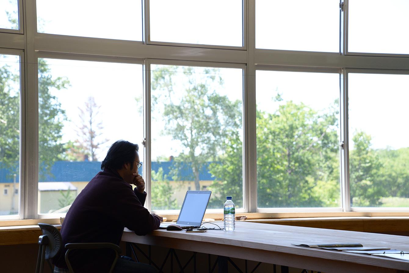 疲れたら外に広がる自然を眺めることのできる環境がTOKOMURO Labの魅力。