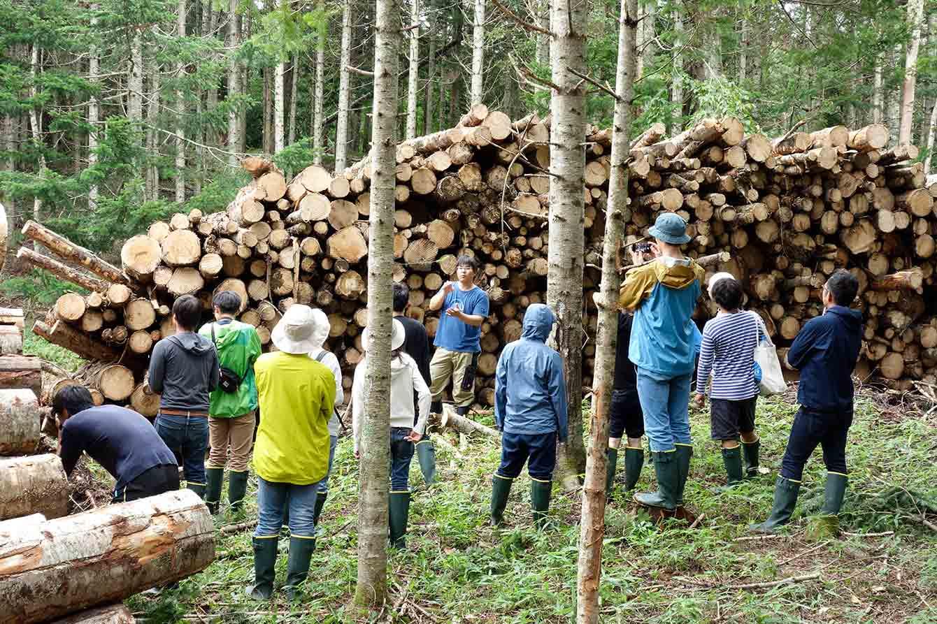 林業現場でのレクチャー風景。