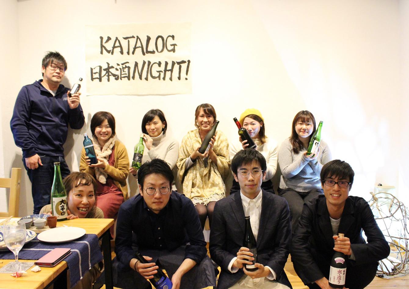 お気に入りの日本酒を持って記念撮影。